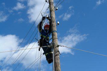 dvum-selam-dnr-vernuli-elektrichestvo-49483
