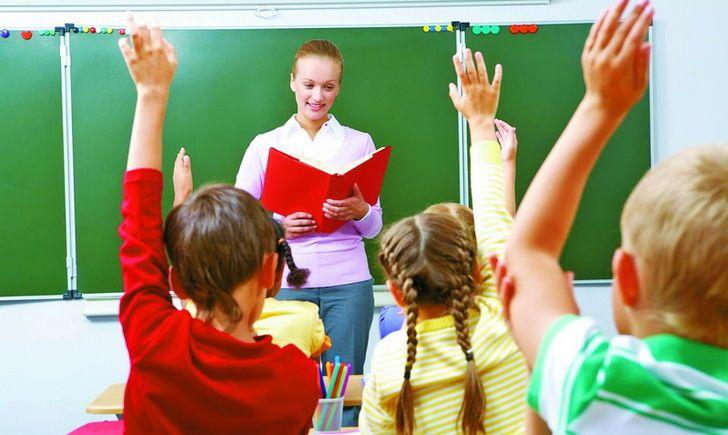 Кабмін підвищив оклади вчителів